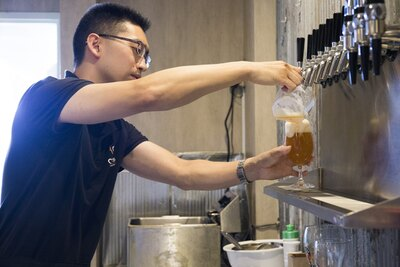 ここでしか飲めない上大岡発のクラフトビールを、ラーメンと一緒に楽しもう