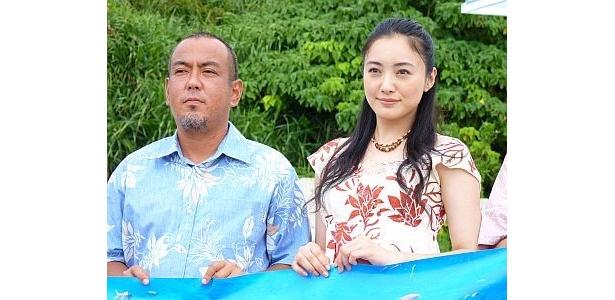 贈呈式後に沖縄・読谷村にある「さんご畑」で行われたフォトセッションの様子