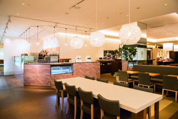 好きなデリを選んで、新設のカフェコーナーで食べられる/旬穀旬菜