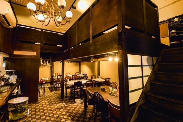 築100年ほどの建物の風情を生かした店内。2階席もあり/AIN SOPH.Journey KYOTO