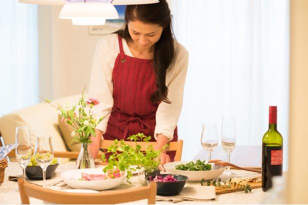 夫の同僚に手料理のおもてなしはご法度? 共働き主婦と専業主婦を取り巻く意外な盲点