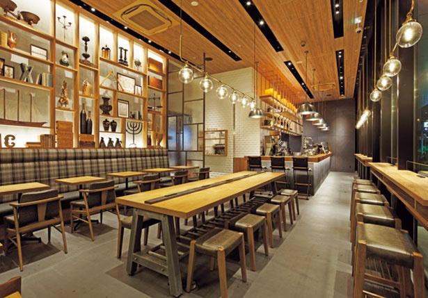 天井が高く、木をふんだんに使用した内装/Drip-X-Cafe ホテルヴィスキオ大阪店