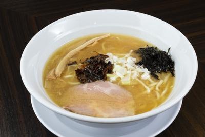 鶏白湯麺(750円)。豚骨のように濃厚だがベタつかない