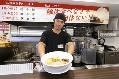 「超濃厚鶏白湯ラーメン専門店 自家製麺 鶏ふじ」店主の高野裕之さん