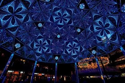 ラクーアエリアにある高さ10メートル、直径12メートルの「手毬ドーム」。光がフルカラーで変化していく