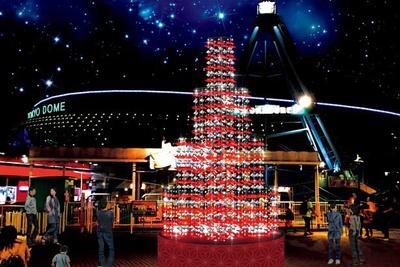 鶴と風船で作られた、高さ約6メートルの光り輝く折鶴のツリーが誕生