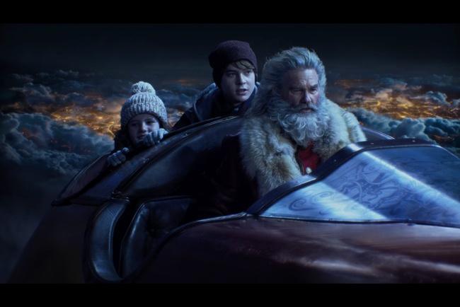 「クリスマス・クロニクル」はカート・ラッセルがサンタクロースを演じるクリス・コロンバス製作のファンタジー