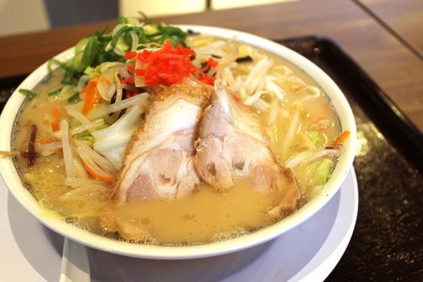 名島亭の大将オススメ、築炉釜出しタンメン野菜ラーメン(税抜850円)。あっさりとしたスープがたっぷりの野菜によく合う、女性に人気のメニュー