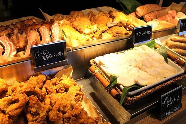 肉料理 PICK UP!! MEATのテイクアウト惣菜は、100g 300円(税抜)からとリーズナブル