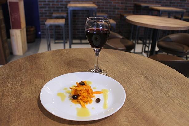 気軽にワインが楽しめる Cave de Terreの「ワインバルセット(税抜 500円)」