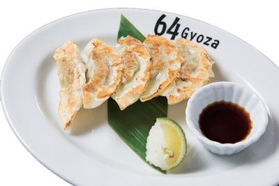 サンマのすり身で作った「秋刀魚餃子 すだちおろし」(5個410円)/「64餃子 上前津」(名古屋市中区)