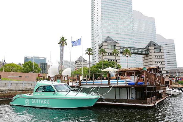 「スマートイルミネーション横浜」を「SUITAKU」に乗って水上から見られる。17:30~、18:20~、19:10~、20:00~、20:50~の各日5回。当日乗り合いの場合は1人1,000円(1クルーズ6~8人)