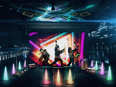 掃除楽器を弾くと演奏者にスポットがあたり、その場がアートに変化する「Star ☆ Jam Street~清掃楽器音楽夢想~」。象の鼻パーク プロムナード下に設置
