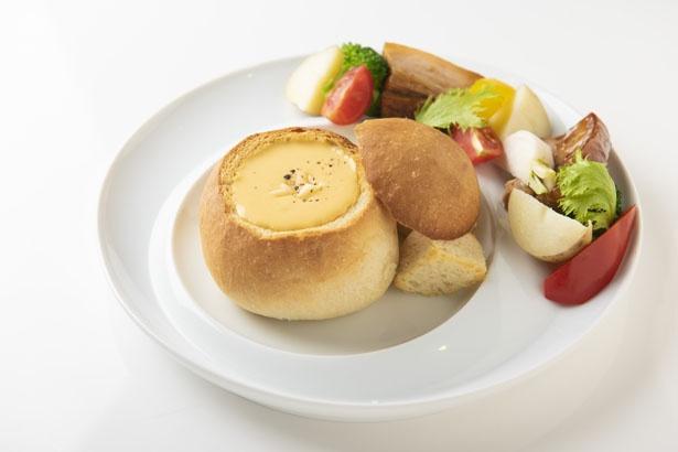 チーズがたっぷりと詰まった「チェダ―チーズのチーズパンデュ」(928円)