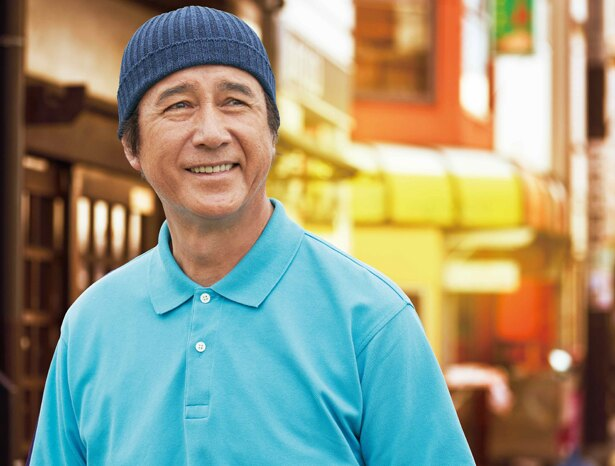 インしたシャツとニット帽がトレードマーク!?草刈正雄が等身大の定年世代を体現