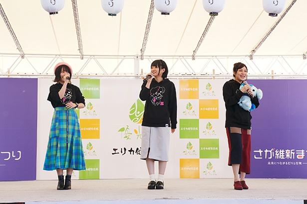 写真左から、源さくら役の本渡楓、紺野純子役の河瀬茉希、ゆうぎり役の衣川里佳