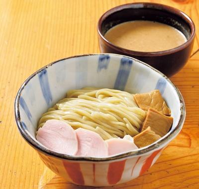 具は鶏チャーシューとメンマのみと、いたってシンプルなつけ麺(900円)/麺屋 さん田