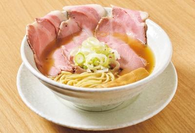 【写真をみる】澄んだスープに旨味が凝縮!「淡竹(HACHIKU)」(900円)/麺屋 優光