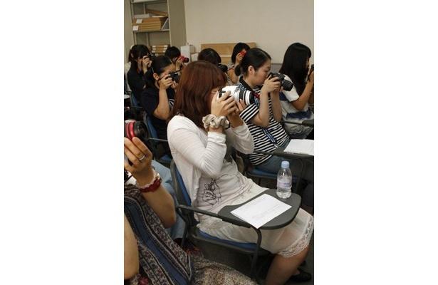 初めての一眼レフカメラを楽しむ受講生
