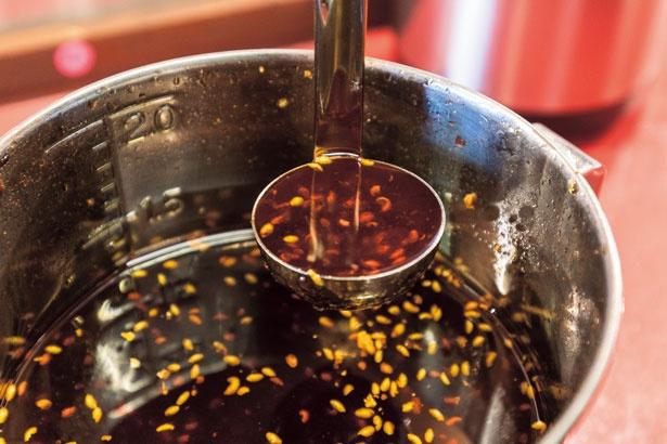 約20種のスパイス使用した自家製のラー油/スパイス担担麺専門店 香辛薬麺開店