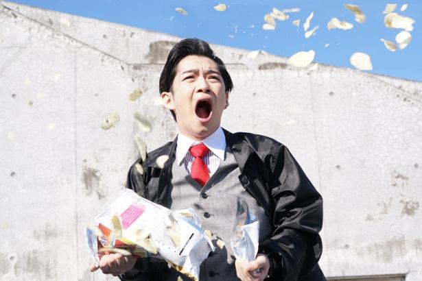 【写真を見る】アゴが外れそうなくらいに口をあんぐり開けた千葉雄大