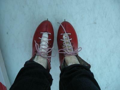 靴は通常のスケート靴をつかう