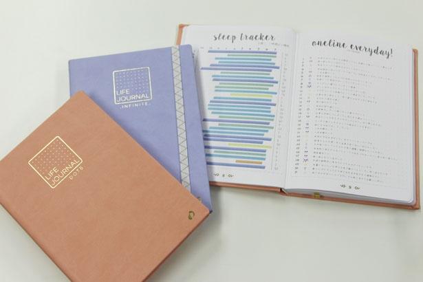 「ライフジャーナル」シリーズの「ドット」と「インフィニット」。「ドット」はピーチ、ミント、プルーン、ブルーベリーの4色を展開。「インフィニット」はローズとラベンダーの2色