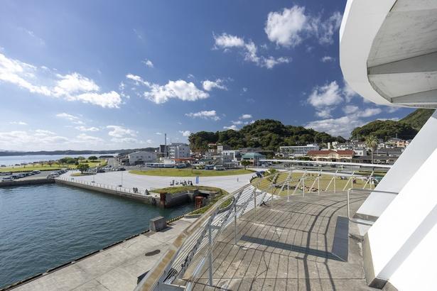 三角駅があるのは、のどかな港町。歩いて2分ほどの場所に三角港がある