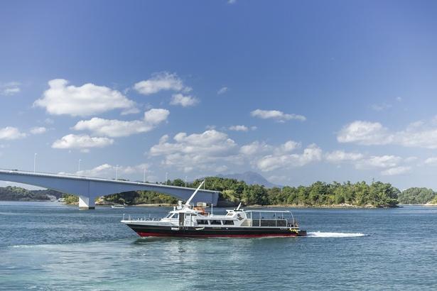 蒼天の下、海風を浴びながらの船旅を楽しもう