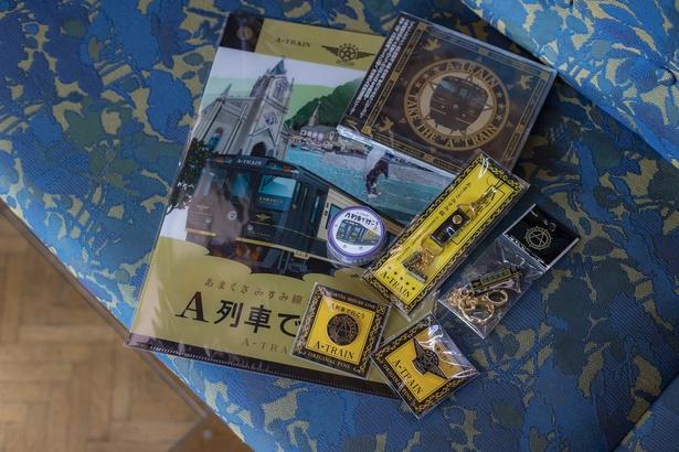 A列車で行こうCD(1540円)、D&Sストラップ(1080円)、ピンズ(520円)、クリアファイル(260円)などオリジナルグッズは8種類