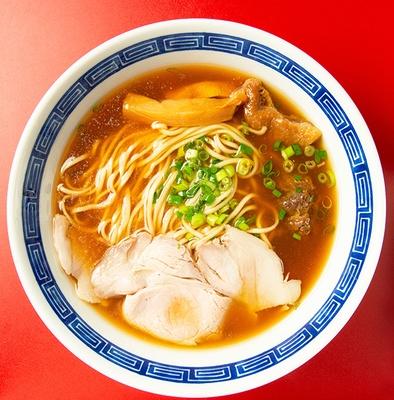 【写真を見る】見た目も美しい、棣鄂の麺のおいしさを実感できる「らぁ麺」(700円)