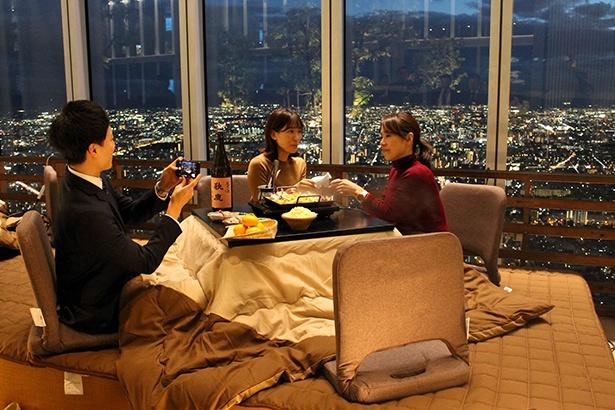こたつで日本一高いビルの絶景を眺められる! あべのハルカス「かこむdeこたつ」がスタート