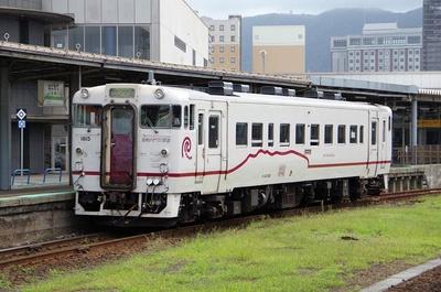 旧江差線を引き継いだ道南いさりび鉄道は隣の五稜郭駅が起点ですが、列車はすべて函館駅から発着しています