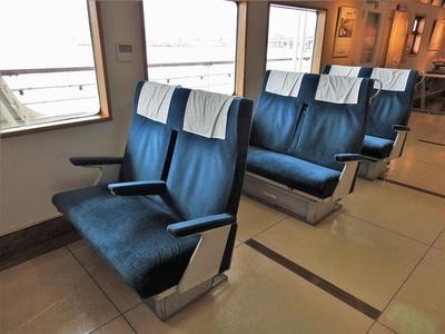 当時の普通席を展示。グリーン席も展示されています