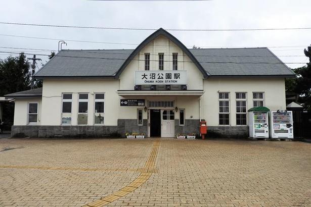 大沼国定公園の観光拠点となる大沼公園駅。朝と夜を除きすべての定期特急列車が停車します