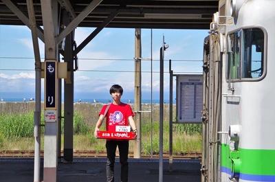 森駅の名物駅弁「いかめし」は、夏の一時期は駅ホームでの立ち売りもしています