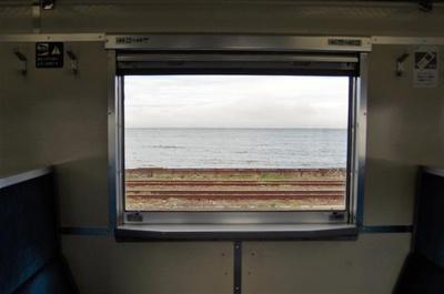 森駅付近と駅構内は車窓右手に海が見えます