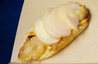 食後は甘酸っぱいリンゴとカスタードクリームを使ったアップルパイ(350円)がおすすめ!こちらも同店のオリジナルメニュー。リンゴは七飯町産か青森県産を使用
