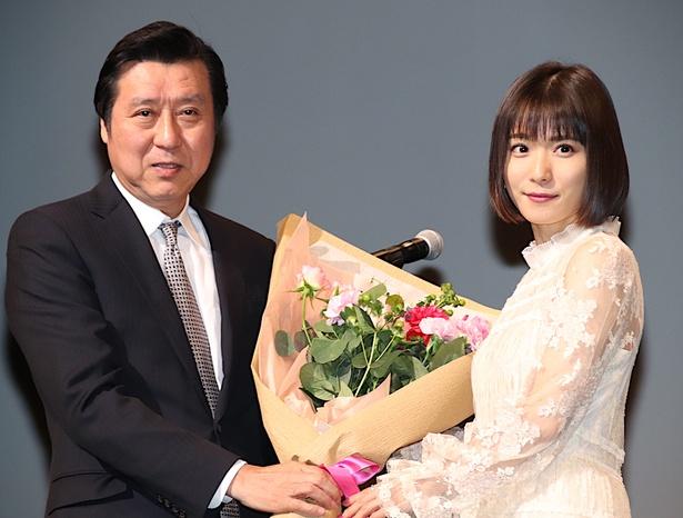 松岡茉優、東京国際映画祭の久松猛朗フェスティバル・ディレクターと登場