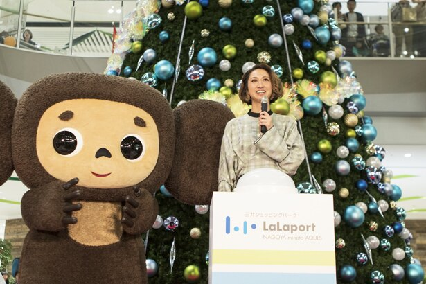 11月3日(祝)には、Ms.OOJAを迎えて点灯式を開催。この後行われたスペシャルライブとともに、多数の客が詰め掛けた