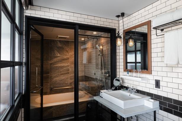 ゆったりとしたバスルームには、全室バスタブが完備。旅の疲れを癒すことができる