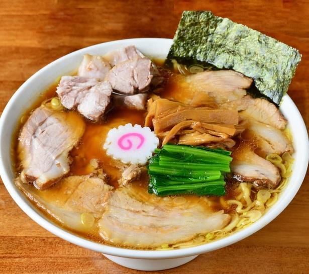 【写真を見る】生姜の香りと醤油のコクが融合した、しょうゆチャーシューメン1100円