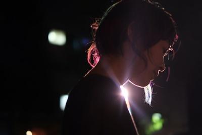 【写真を見る】イルミネーション点灯式で、歌声を披露する予定の原田郁子