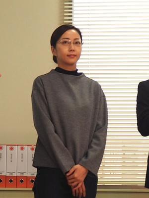 叶の同僚の北代優子を演じる木南晴夏