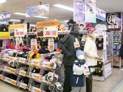 長崎屋の強みを生かし衣料を強化(写真はイメージ)