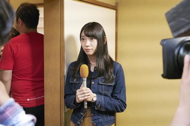 いよいよ今田耕司さん、博多華丸・大吉さん、スタッフさんが店内へ。壁の横にスタンバイ