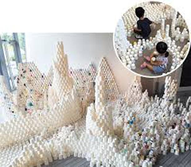 紙コップを使ったアートワークショップでは、1万個の祈りや願いを込めた紙コップで「紙コップタワー」を作る