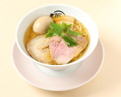 「本節塩らー麺」(820円)※画像は味玉(120円)をトッピング/RAMEN 英