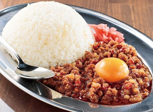 豚挽き肉と背脂がたっぷりのった、「マシライス」(750円)ご飯の量は350g、525g、700gから選べる/「立川マシマシ 9号店」