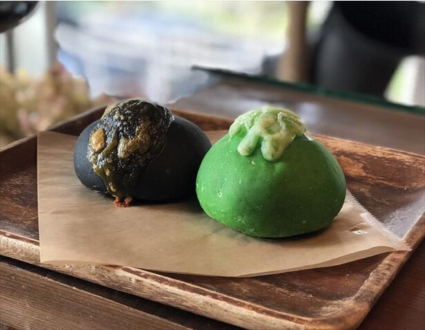 「Jiyugaoka BAKE SHOP」の限定パン「オッドアイ」